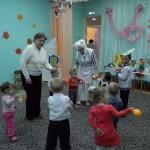 Первое  поздравление  для  мамочек  от  самых  маленьких  в  детском  саду!