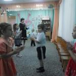 И  танцуем  мы  для  мам!